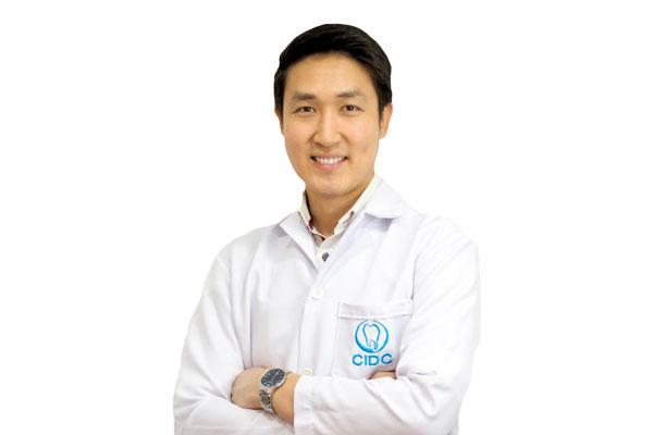 dr vicharat dentist chiangmai
